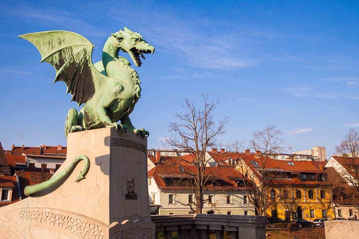 スロベニアのドラゴンの像