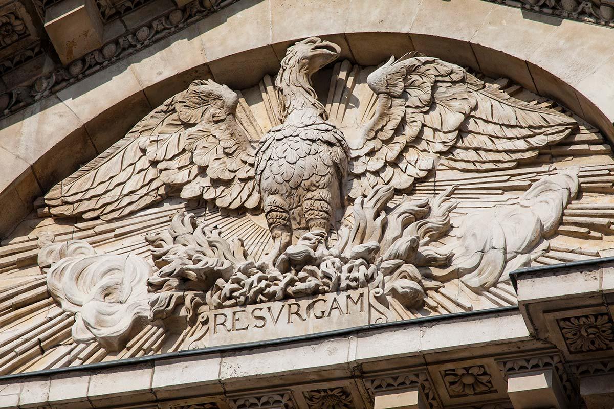 セント・ポール大聖堂にあるフェニックスの彫刻
