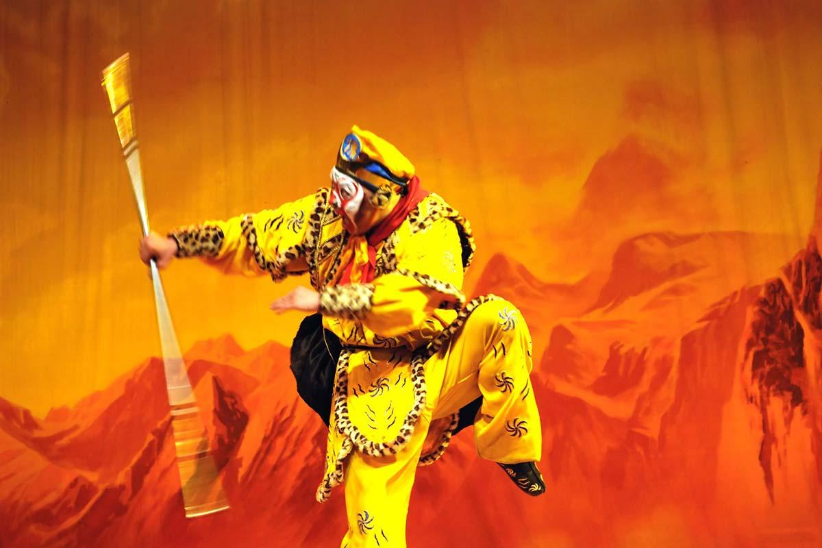 京劇の孫悟空と如意棒