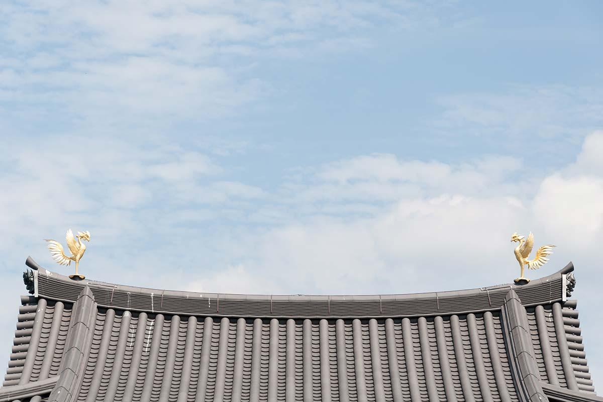 平等院の屋根にある鳳凰の像