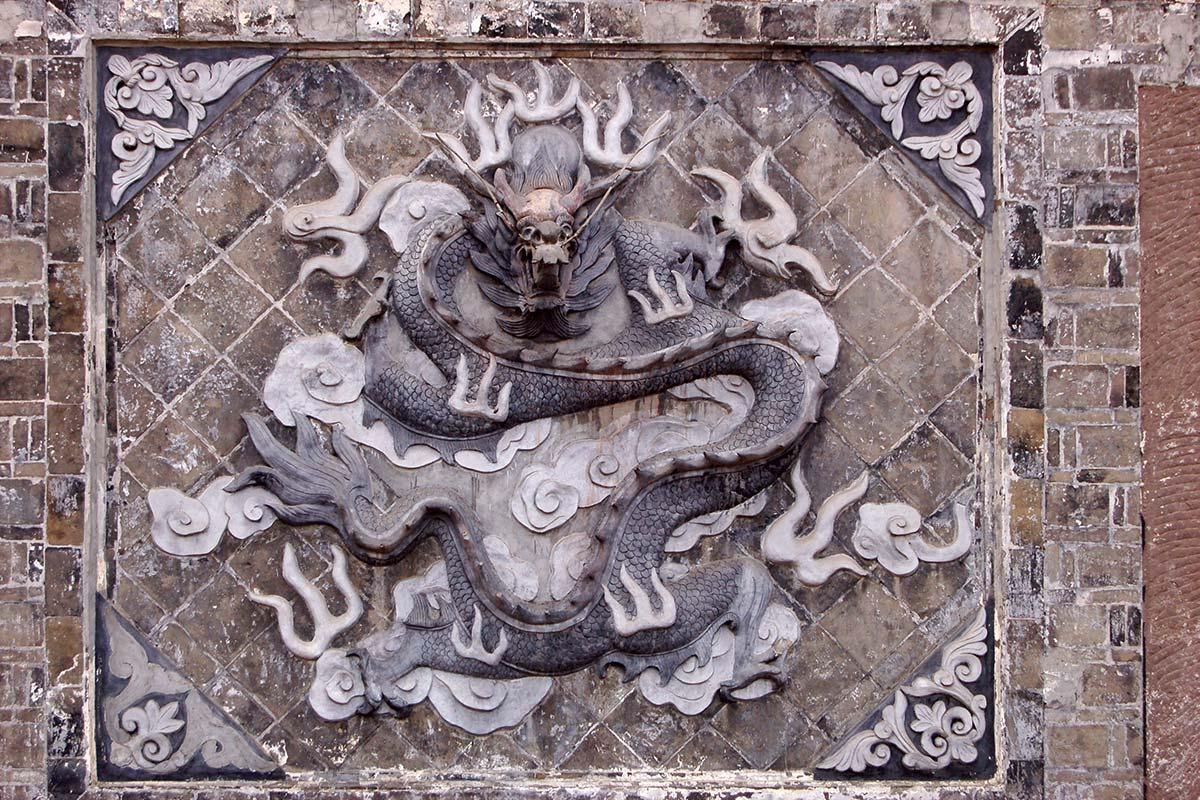 成都の壁にある龍の装飾