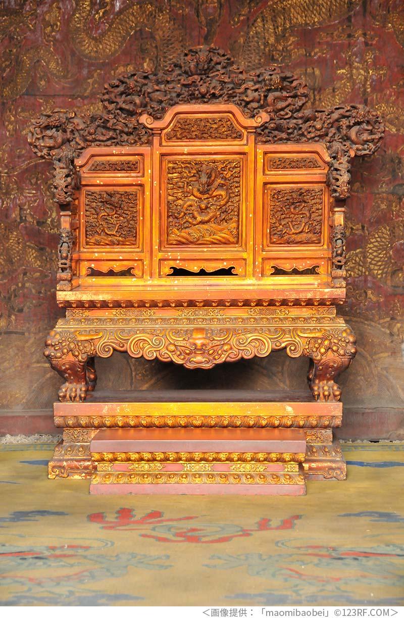 瀋陽故宮の椅子にある龍の装飾
