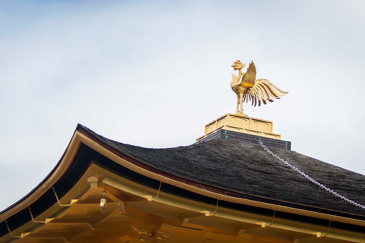 金閣寺の屋根にある鳳凰の像