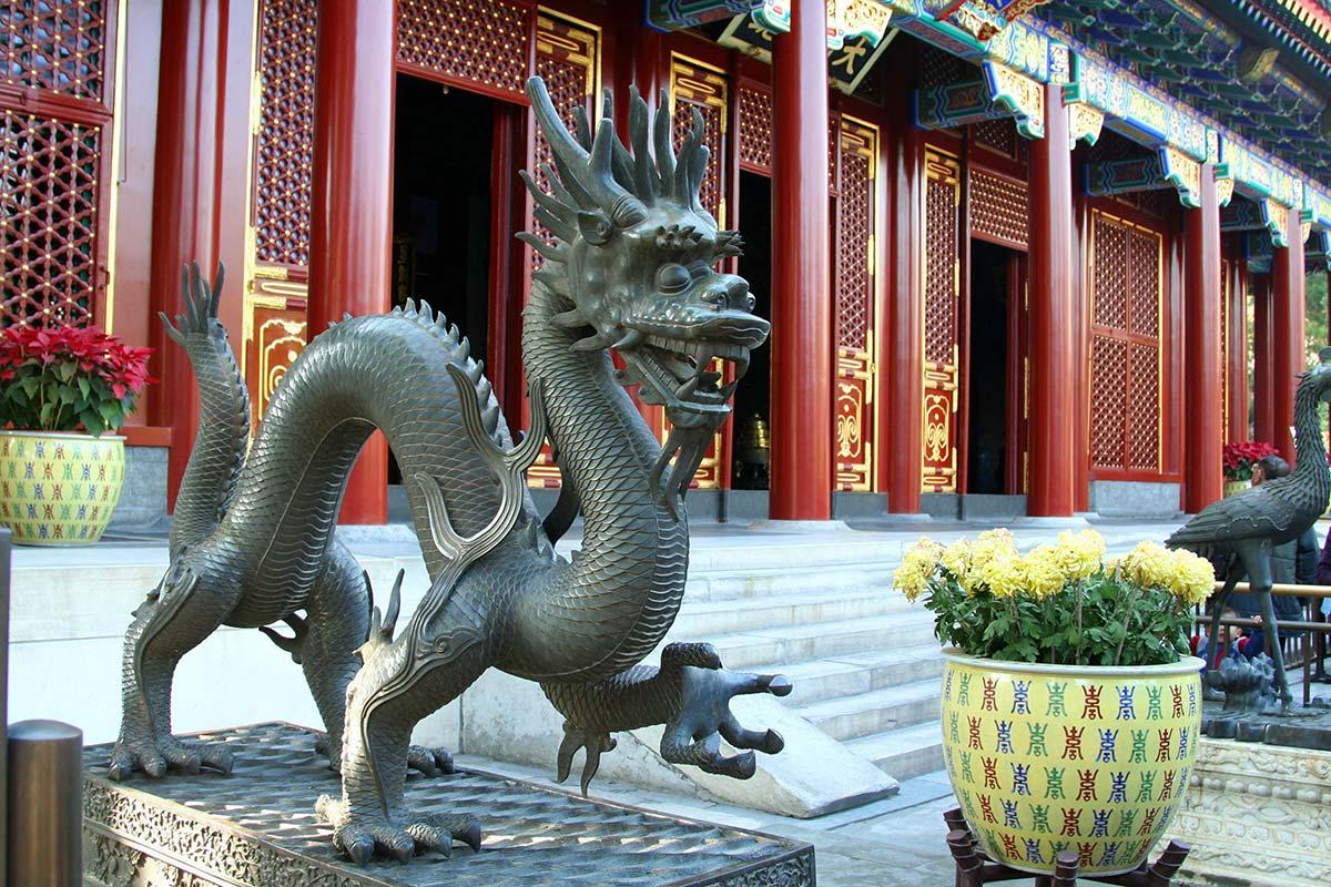 頤和園の龍の像